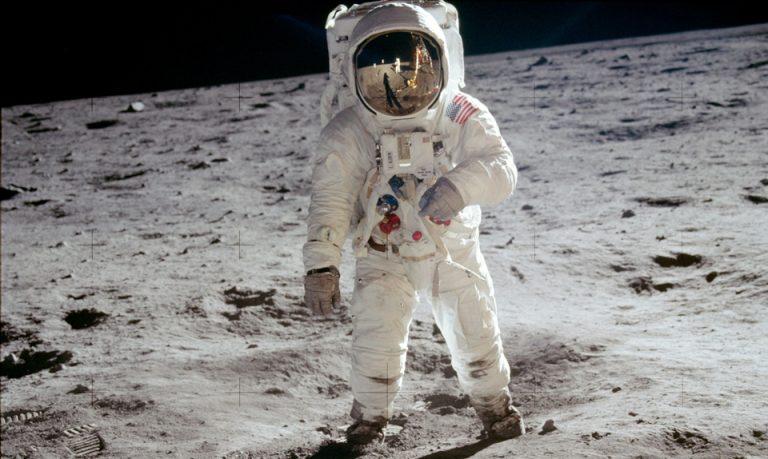 Астронавт мисия Аполо