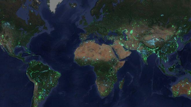 Областите в зелено показват къде водата се е превърна в земя и тези в синьо показват къде земята е станала вода