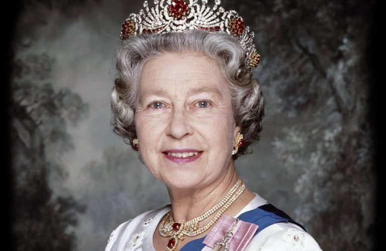 Елизабет II е определяна като глава на рептилите