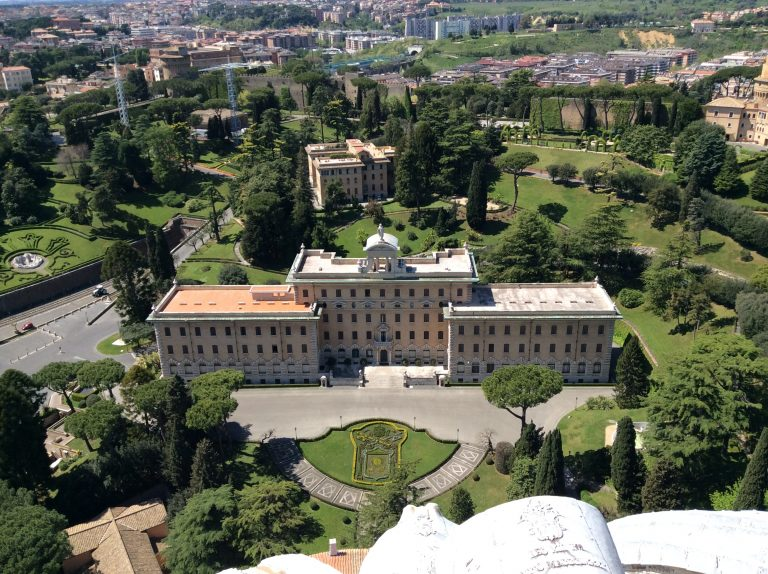 Резиденцията на папата във Ватикан сити крие хилядолетни тайни