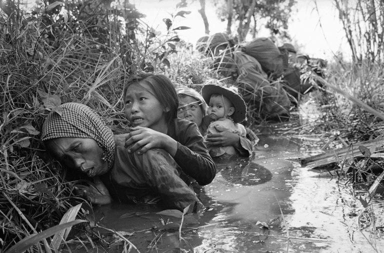Войната във Виетнам взима своя кървав дан (AP Photo/Horst Faas)