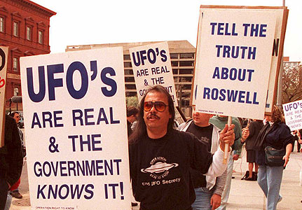Протест през 1947г. в САЩ с искания гражданите да бъдат информирани за истината в Розуел