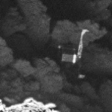 """Близък кадър на """"Фила"""", сн. SA/Rosetta/MPS for OSIRIS Team MPS/UPD/LAM/IAA/SSO/INTA/UPM/DASP/IDA"""