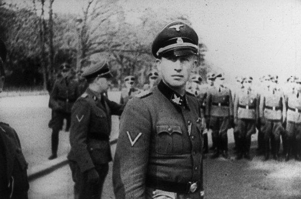 Обергрупенфюрер Райрнхард Хайдрих лично ръководи операцията по укриването на документацията от замъка Вартбург