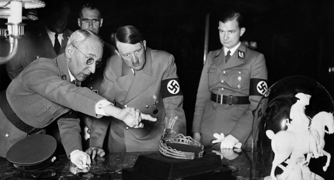 """""""Хитлер това е истински мистик, полубог, който е в състояние да манипулира подсъзнателно 78 милиона германци."""" – заключава авторитетно Карл Юнг."""