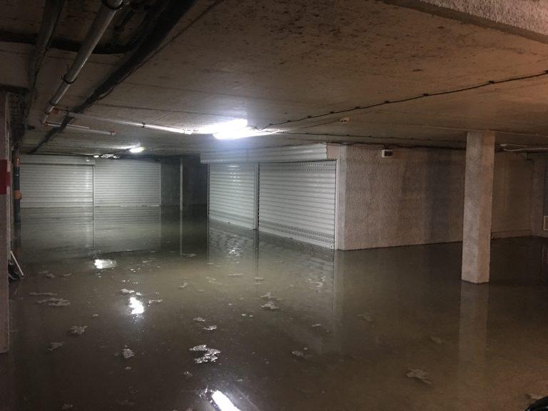 Подземни гаражи и подлези останаха под вода
