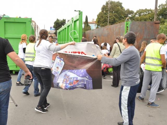 21 тона капачки събраха във Варна/снимки Ели Маринова